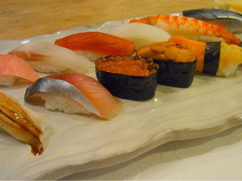 すべての食材に手間を惜しまず、江戸前の匠の技を駆使して極上の食材をにぎります。