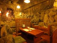 雰囲気でも楽しめる地下の洞窟空間