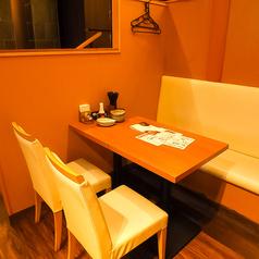 お友達同士、会社の仲間同士など気軽にお立ち寄り頂ける、テーブルのお席をご用意しております。人数様・シーンに合わせてご案内致します!