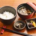 料理メニュー写真白飯と赤出汁セット
