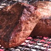 当店ではお肉の焼き方にもこだわりがございます。お肉をただ焼くのではなく、塊のお肉を炭火でじっくりと焼き上げ、さらに旨味を閉じ込める為に1度寝かせてからの御提供させていただいております。その為、お時間を頂戴しておりますのでご了承下さいませ。