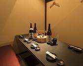 ◆2名様~4名様用◆少人数様用の宴会個室もご用意!!優雅なプライベート空間は、都会の喧騒を忘れさせてくれる、静かな雰囲気となっています。扉付きの完全個室で、ゆったりとした宴会をお楽しみください。お得なクーポンも多数ご用意しております。新橋エリアでの接待・女子会におススメ!!個室 居酒屋 魚三蔵 新橋店◆