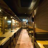 半個室タイプのテーブル席。黄金屋渋谷店のテーブル席と掘り炬燵席をご用意しております。お得な2時間飲み放題付宴会コースは、8品お手軽コース4500円、10品贅沢コース5000円、全12品プレミアムコース6000円とご用意!