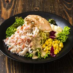 料理メニュー写真北海道のB級グルメ!!ズワイガニのラーメンサラダ
