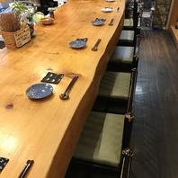 店主自慢の贅沢な総檜造り一枚板のカウンター席!