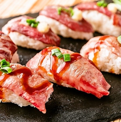 肉質が自慢『和牛・馬肉の炙り肉寿司』