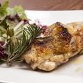 料理メニュー写真群馬県産鶏もも肉の窯焼き ローズマリー風味