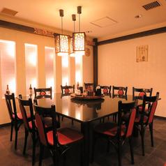 12名まで対応の大きなテーブル席もご用意しております!美味しい料理を囲んでみんなで愉しんで。