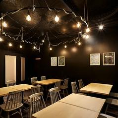 店内奥には2名~16名様までご利用可能なテーブル席をご用意してます。ご友人同士の集まりにもピッタリ◎