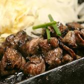 アツアツの鉄板の上で、宮崎地頭鶏(じどっこ)を焼き旨みをギューっととじこめた炭火焼は絶品!