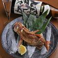 うおまんの日本酒は料理の味を引き立たせる縁の下の力持ち。特に味わい豊かな旬の魚との相性は抜群。日本酒のお米の甘味が、魚の旨味をより一層引き立てます。