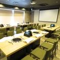 広々とした個室は最大32名様まで利用可能。和モダンで綺麗なお部屋は会社宴会やイベントにもぴったりです。