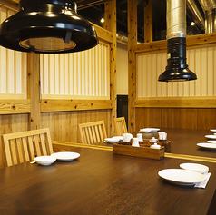 【半個室】特別空間としてご利用いただけるお座敷は完全プライベート空間。接待や会食にも人気のお席です。情緒溢れる個室にて、大人の食事会をお愉しみください。特別な日の贅沢には...シャトーブリアン・極厚タン・仙台牛・特上カルビ含プレミアム飲み放題付贅沢コース10000円もオススメです。