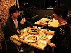 お2人の楽しい人問いを演出するテーブル席