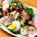 鮮度が命のお造りも自信をもってご提供いたします!大将が各地の生産者・市場を周り、質・鮮度にこだわりのある鮮魚をご提供すべく、プロの目で厳選されたお魚を使用しております。その時期一番美味しい旬のお魚をお造りの盛り合わせに。ほとんどのお客様がお召し上がりになるメニューです。是非ご賞味くださいませ!