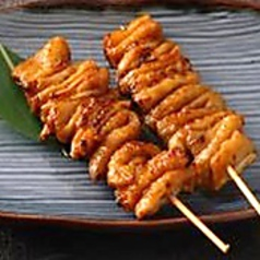 料理メニュー写真鶏皮串(2本)塩・タレ