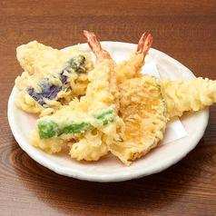 料理メニュー写真天ぷら盛り合わせ (エビ、穴子、ナス、かぼちゃ、しし唐)