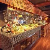 カウンター席では調理のライブ感や食材の彩りを楽しめる人気のお席!時に同僚やご友人との語らいの場として、時にデートにと人気のお席です。