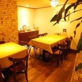 奥まった雰囲気のテーブル席は8名様まで