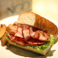 野菜やお肉が沢山!幅広いサンドウィッチが楽しめます♪