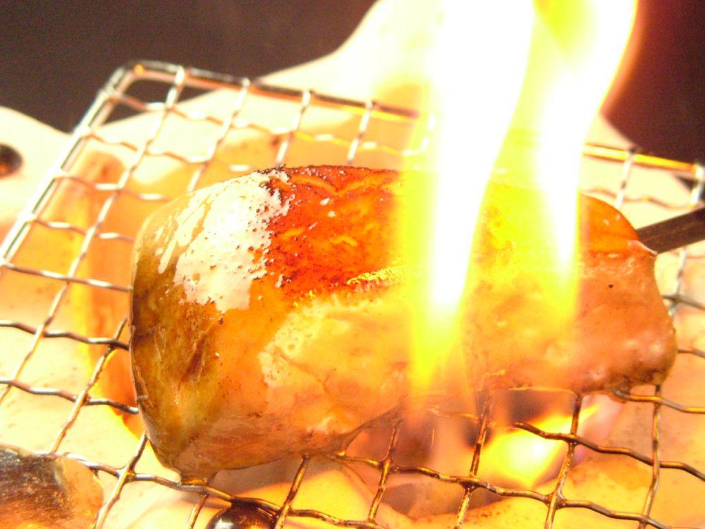 炭リッチの名物!!極上フォアグラを炭焼き串にしました!390円(税抜)という激安価格でご用意!!