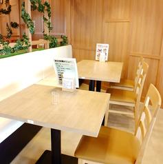 テーブル4名様席