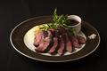 料理メニュー写真牛ハラミのグリル~赤ワインとシャリアピンのソース~