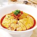 料理メニュー写真重慶風の蒸し鶏ラー油かけ