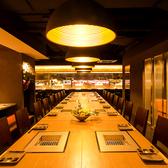 存在感のある中央のテーブル席は宴会に最適