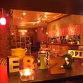 赤い照明がポイント★なEBIZOの店内は人気のソファ席や、広々ゆったりテーブル席など各種ご案内できます。いろんな色やデザインの照明の数々、ゆったり過ごせるBGMなど全てがお店の雰囲気作りに欠かせない要素です!一度過ごせば気に入っちゃういい感じの空間★★★