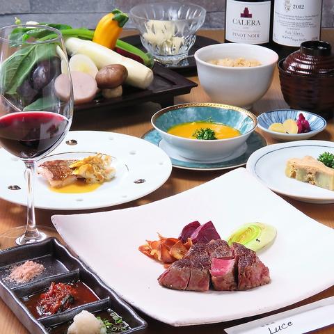 臨場感高まるカウンターにて本格黒毛和牛などの本格料理をご堪能頂けます。
