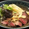 料理メニュー写真牛肩ロースステーキ(こがしバターしょうゆ又はオニオンソース)