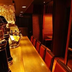 広々カウンター席は全7席!仕事帰りにおひとり様でもゆったりお座りいただけます。二軒目のサク飲みにも◎