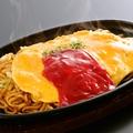 料理メニュー写真とろとろ卵のオム焼そば(ケチャップ)530円