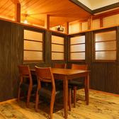 開放的なフロアテーブル席