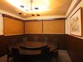 会議や接待にもご利用頂ける個室もございます。完全個室ですのでプライベートな空間としてご利用ください。円卓ですので様々な場面でお使いください◎