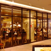 【ディナー時のお写真】ガラス張りのOPNEな店内で開放的な気分も味わうことができます!半貸切もOK!