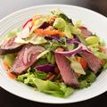 料理メニュー写真タイ唐辛子ドレッシングのビーフサラダ
