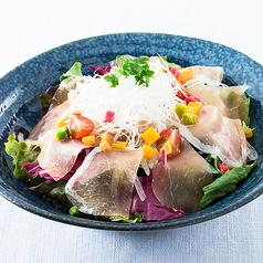 料理メニュー写真生ハム野菜サラダ 京聖護院かぶらドレッシング/ホエー豚とトマトの冷しゃぶサラダ