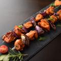 料理メニュー写真プエルトリコ風 鳥肉の炭火焼カバブ