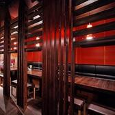 テーブルの半個室 (本店)飲み放題付きコースをお探しの方はぜひ、完全個室「丸岸」で!駅直結で大阪駅前第3ビルで個室も充実な居酒屋です。
