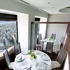 【ツイン】6名様から12名様までご利用可能な個室。人数に応じて部屋の大きさが変えられる個室です。大阪の絶景を眺められるお部屋は時間の流れを忘れてしますほどゆったりとおくつろぎ頂けます。素敵な時間をお過ごしください。