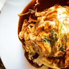 料理メニュー写真デミグラスソースのオムライス・チーズデミオム