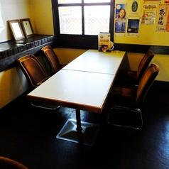 4名様でご利用できるテーブル(イス)席です。2名様席または4名様席とつなげて最大8名様でご利用できるお席です
