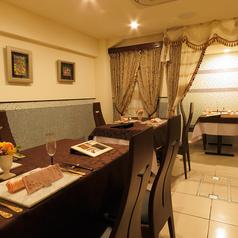 店内はとてもオシャレな空間でゆっくりとお食事をお楽しみいただけます。