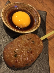 黒豚つくね串焼き(1本、卵黄たれ)