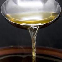 最高級の昆布と削り節が生む黄金色の絶品出汁