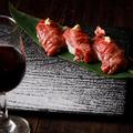 料理メニュー写真肉寿司3貫盛り合わせ