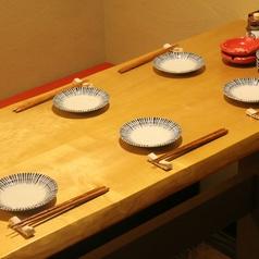 【本気のテーブル席】有名な家具職人、本気のキハダテーブル!!2名様~6名様まで