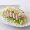 料理メニュー写真蒸し鶏広東葱塩ソース